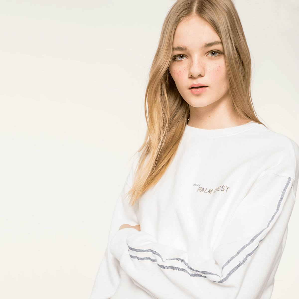 Bílé triko s proužkem na rukávu - S