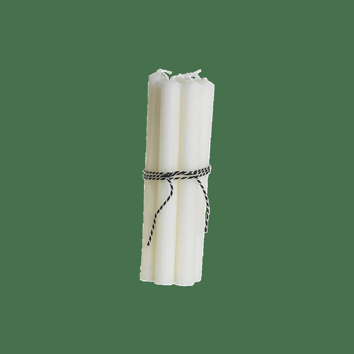 Bílé malé tenké svíčky