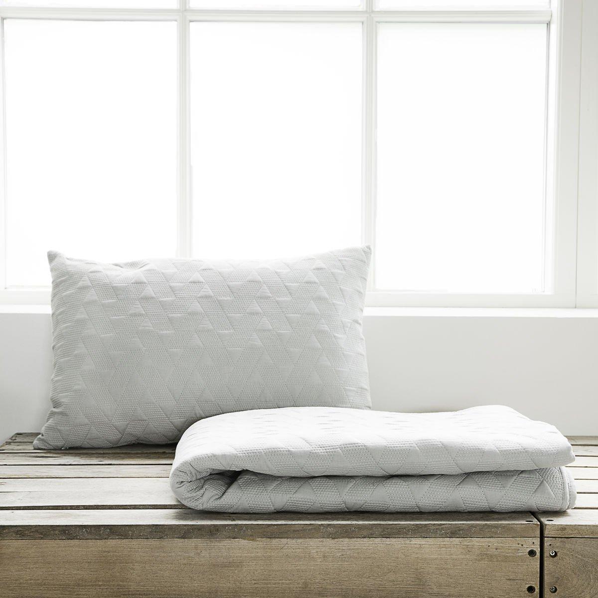 Šedý přehoz přes postel Leh malý