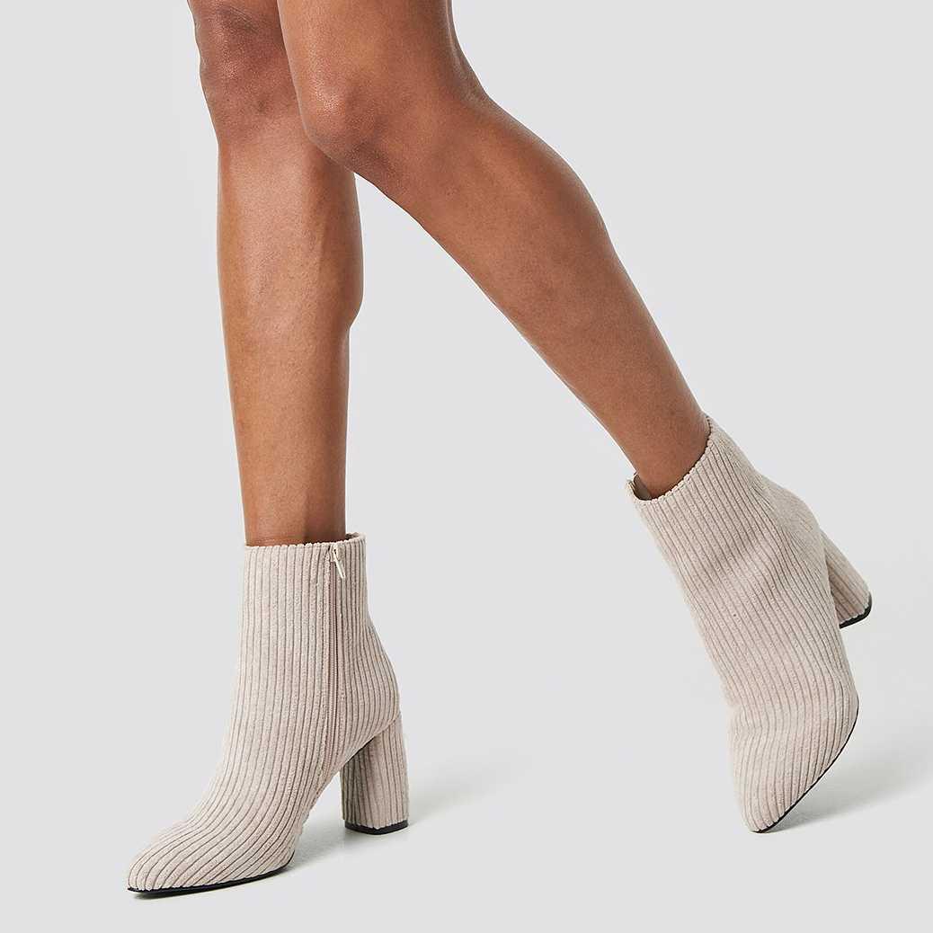 Béžové manšestrové kotníkové boty na podpatku – 40