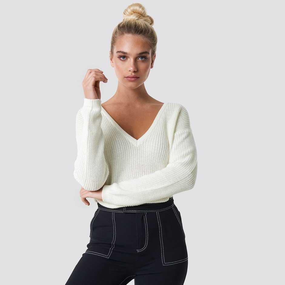 Bílý svetr s véčkovým výstrihem – S 488e4b6433
