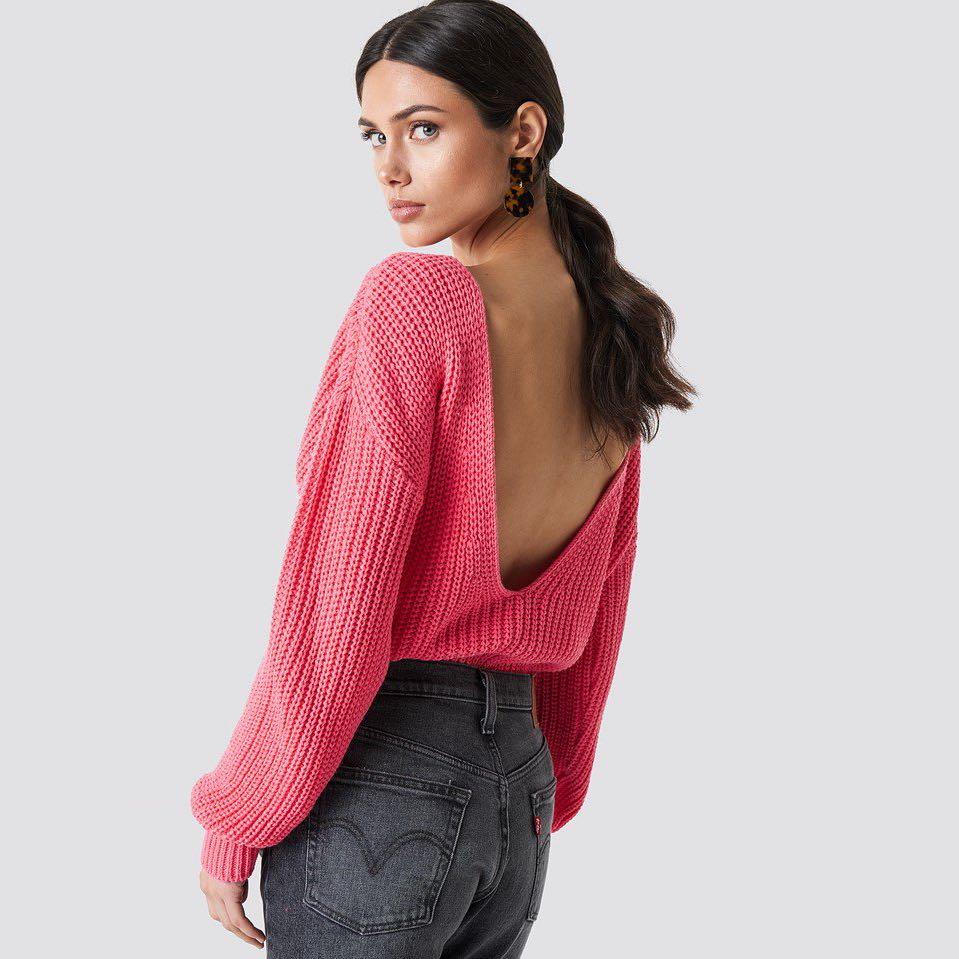 Korálový svetr s holými zády – S