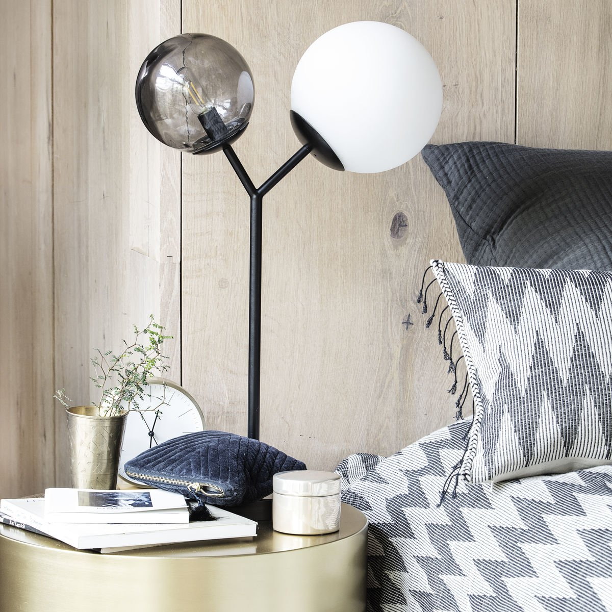 Bílo-černá stolní lampa Twice