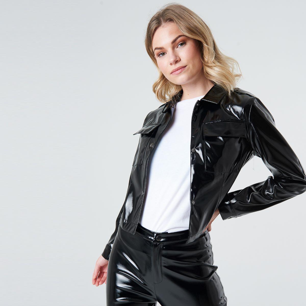 Černá lesklá vinylová bunda – 34