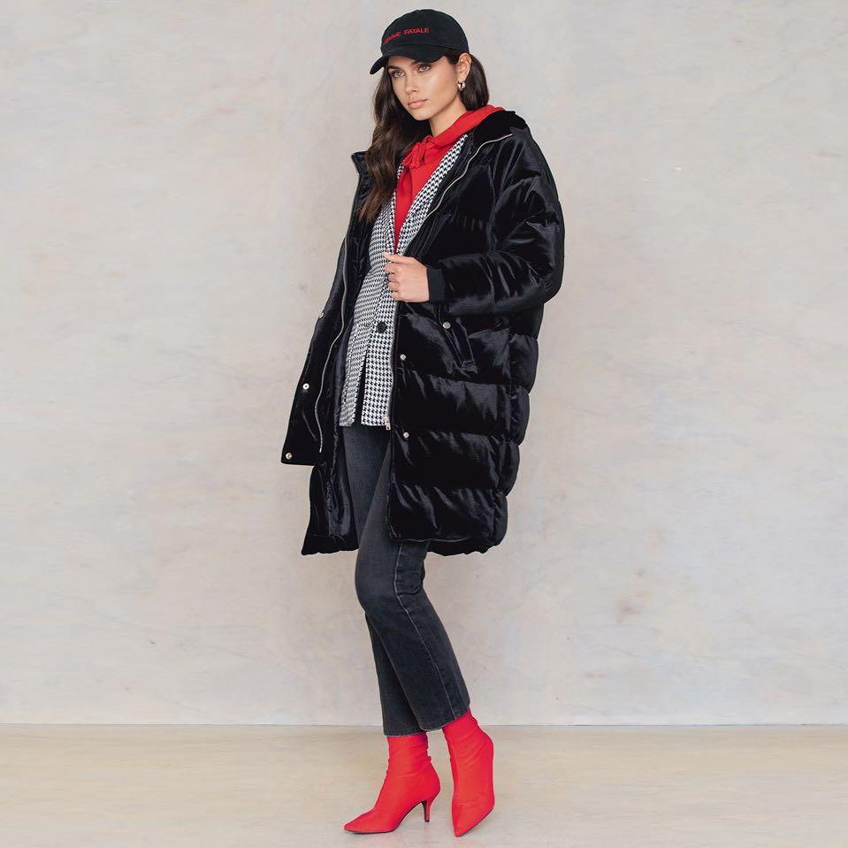 Černá sametová dlouhá bunda – 34