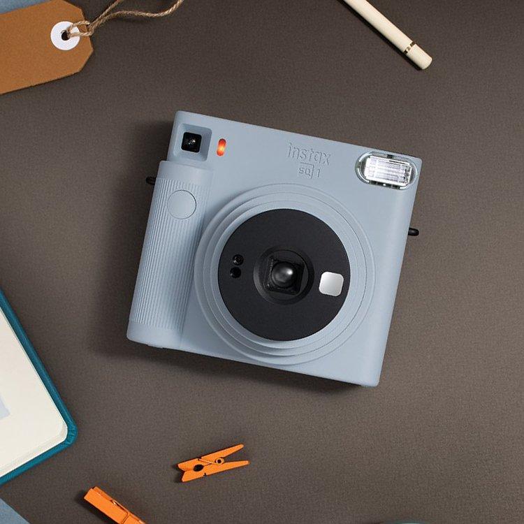 Modrý instantní fotoaparát SQ1