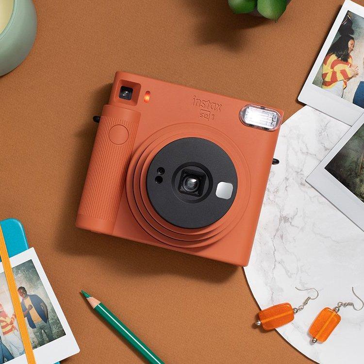 Oranžový instantní fotoaparát SQ1