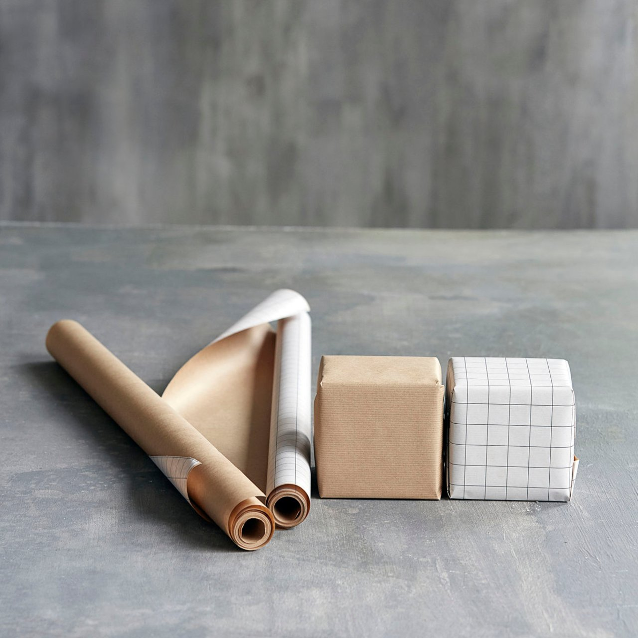 Oboustranný balicí papír – hnědý, kostkovaný